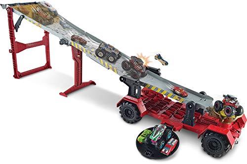 Hot Wheels GFR15 - Monster Trucks riesige 2 in 1 Crashrennen Transporter Truck und Rennbahn 1,2 m lang, Spielzeug ab 4 Jahren