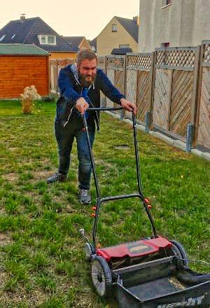 Mähroboter, Rasenmähroboter erleichtern das Leben, Nie wieder beim Rasenmähen ins Schwitzen kommen, mit einem Rasenmähroboter!
